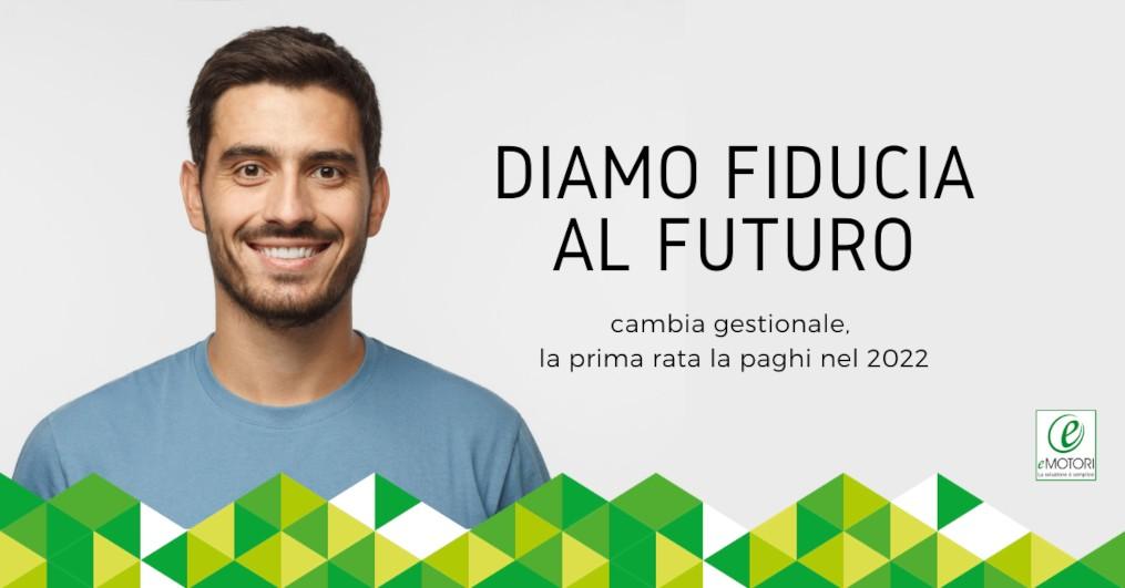 diamo fiducia la tuo futuro cambia gestionale la prima rata la pagni nel 2022 ragazzo sorridente